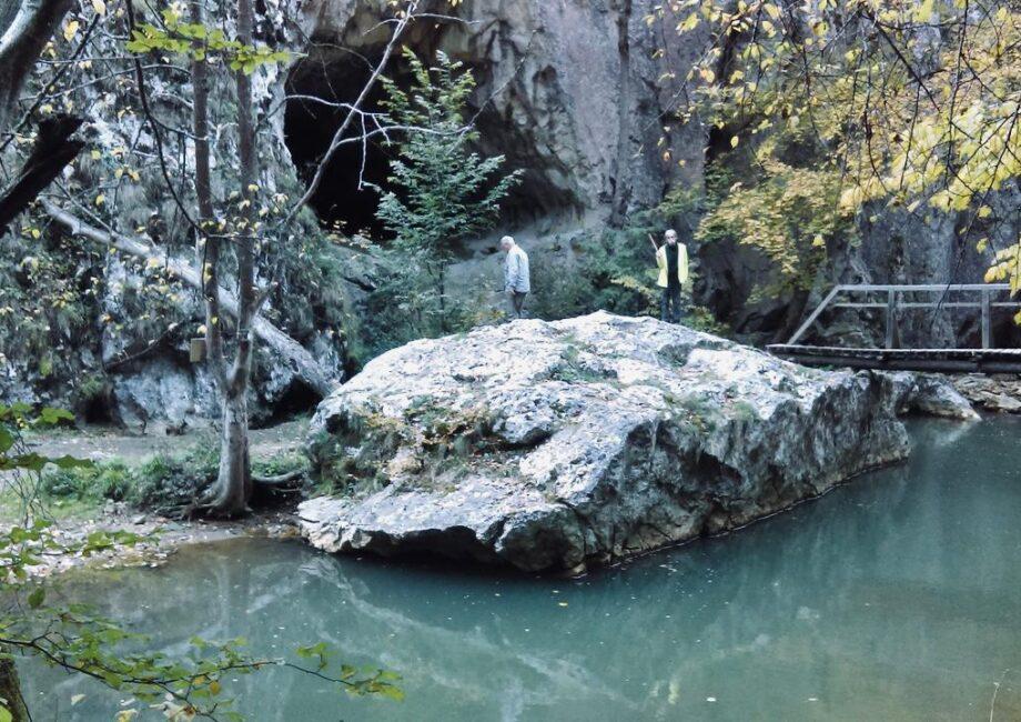 Látogasson el az almási barlanghoz